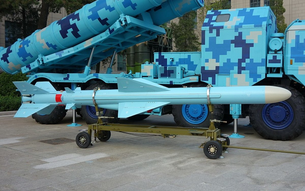 YJ-83 anti -ship missile. One of the weapons the Flying Shark carries.