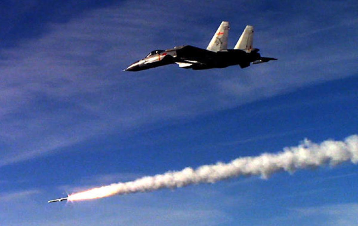 J-15 firing its missile.