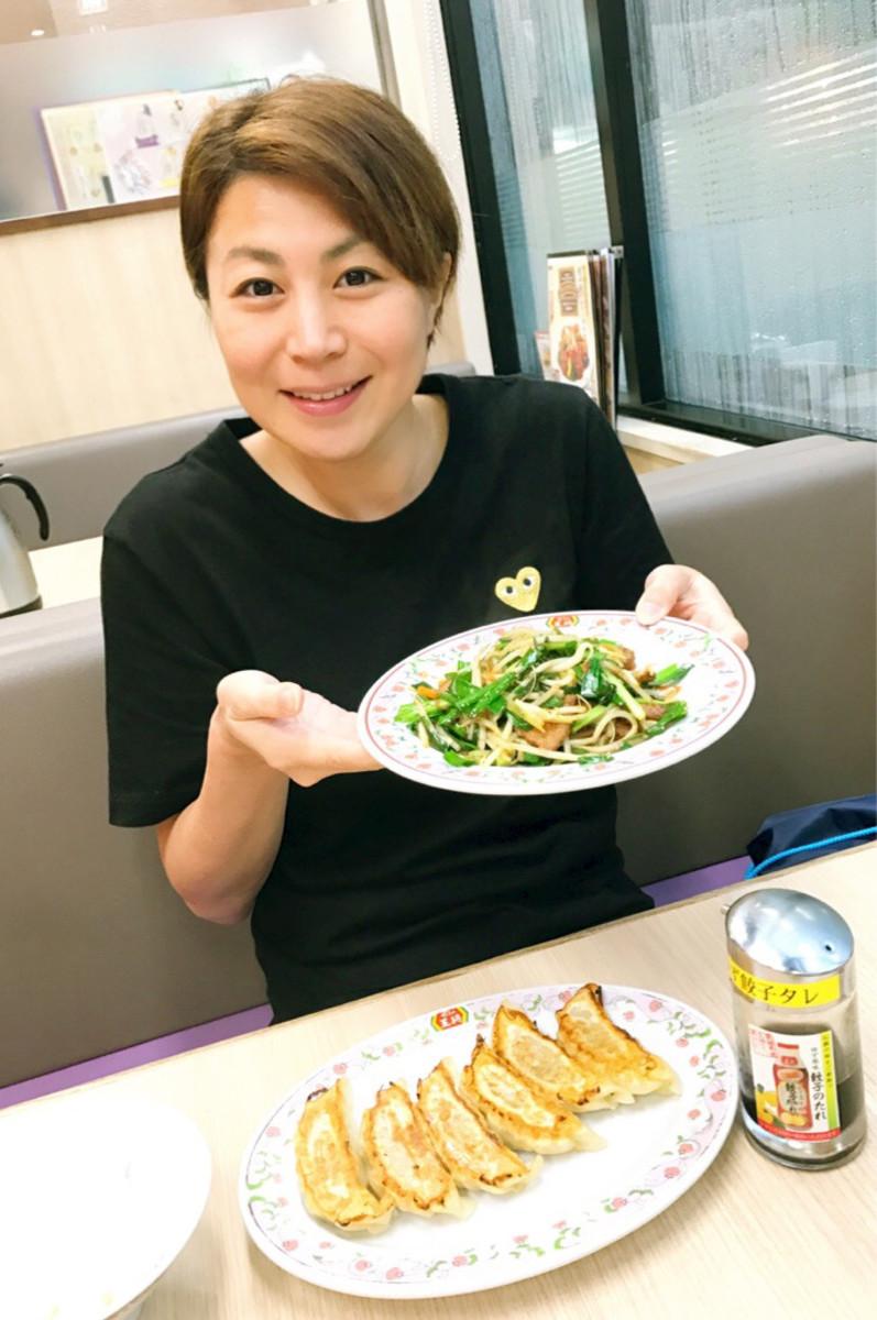 Mai Nakamura eating gyoza (dumplings) and a plate full of green beans.