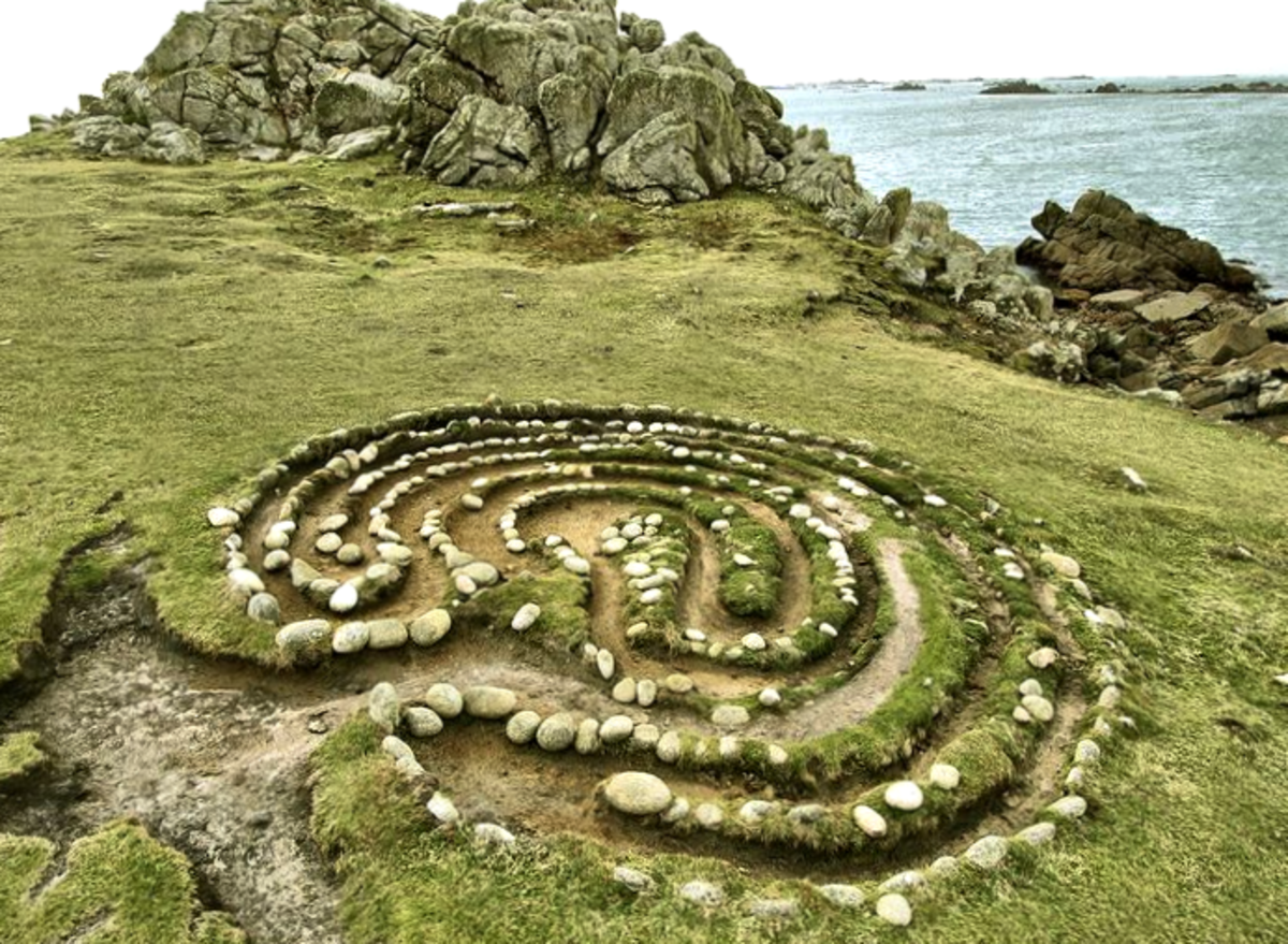 Troy Town Maze, St Agnes, Scilly Isles, by Simon Bright.