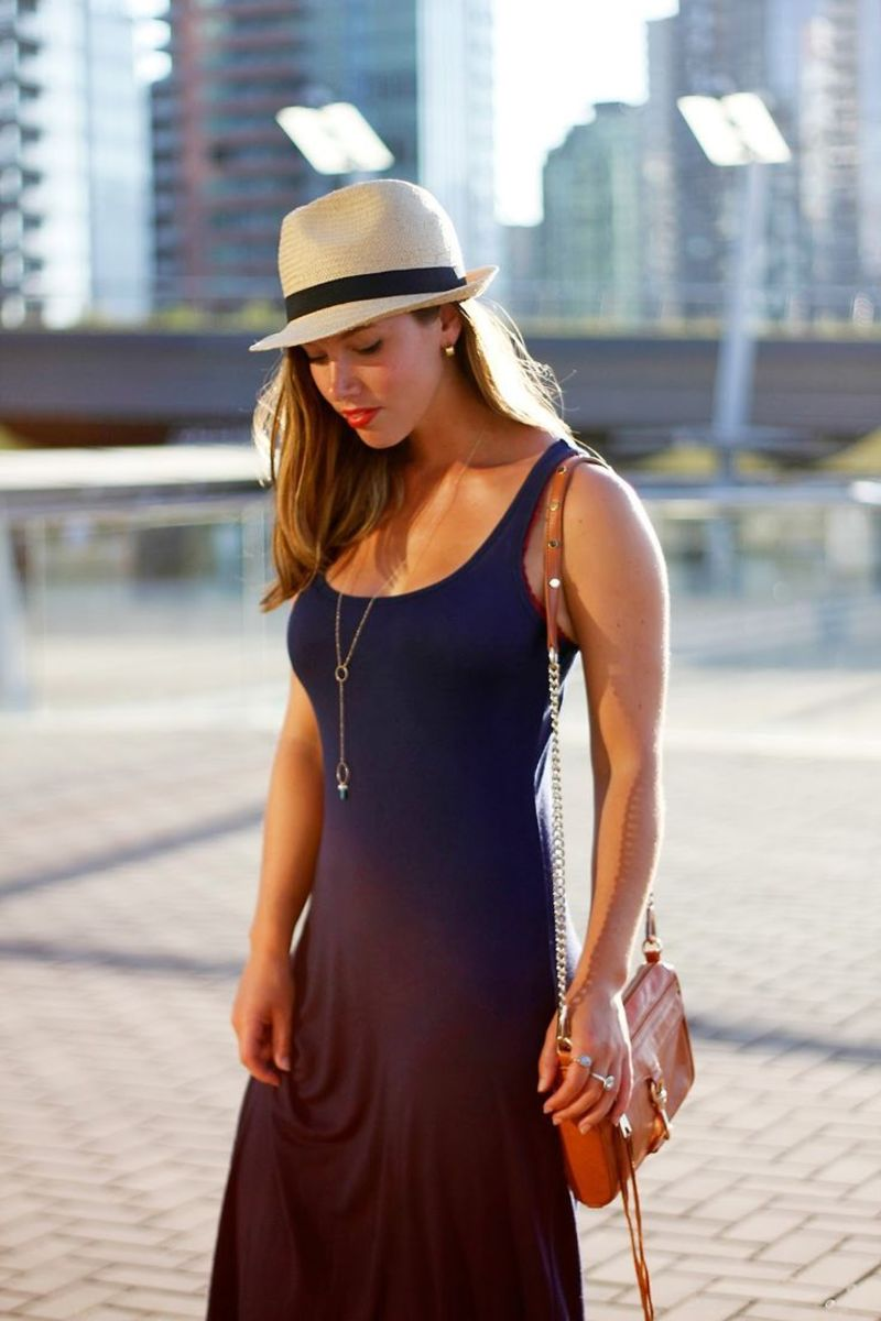 fedora, long necklace, and small shoulder bag...