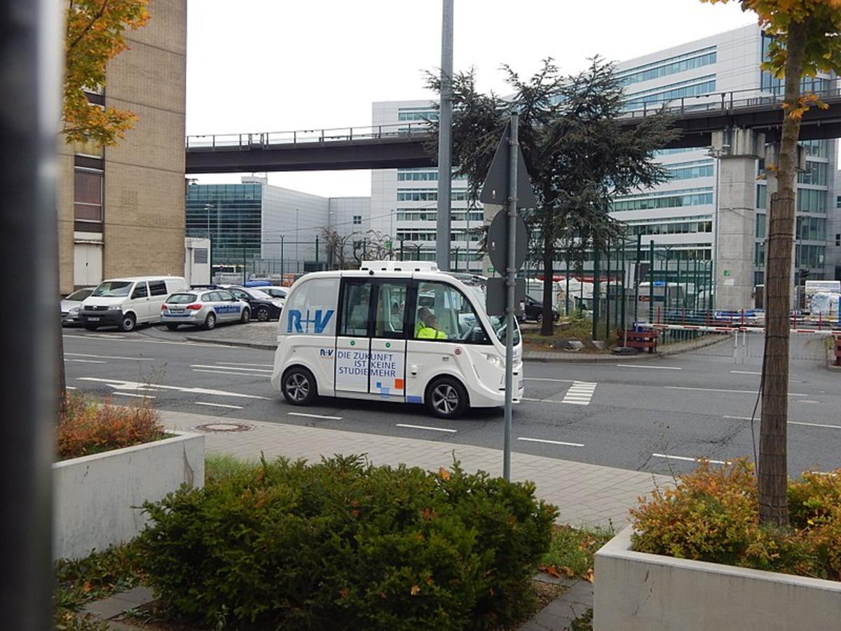 Test of driverless shuttle buses at Frankfurt / Main airport (October 24, 2017).