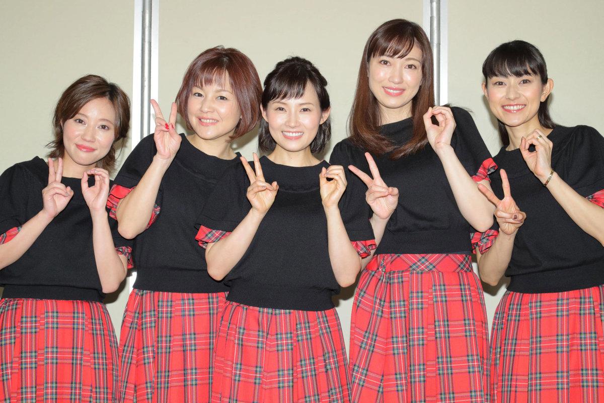 From left to right: Asuka Fukuda, Yuko Nakazawa, Natsumi Abe, Kaori Iida, and Aya Ishiguro.