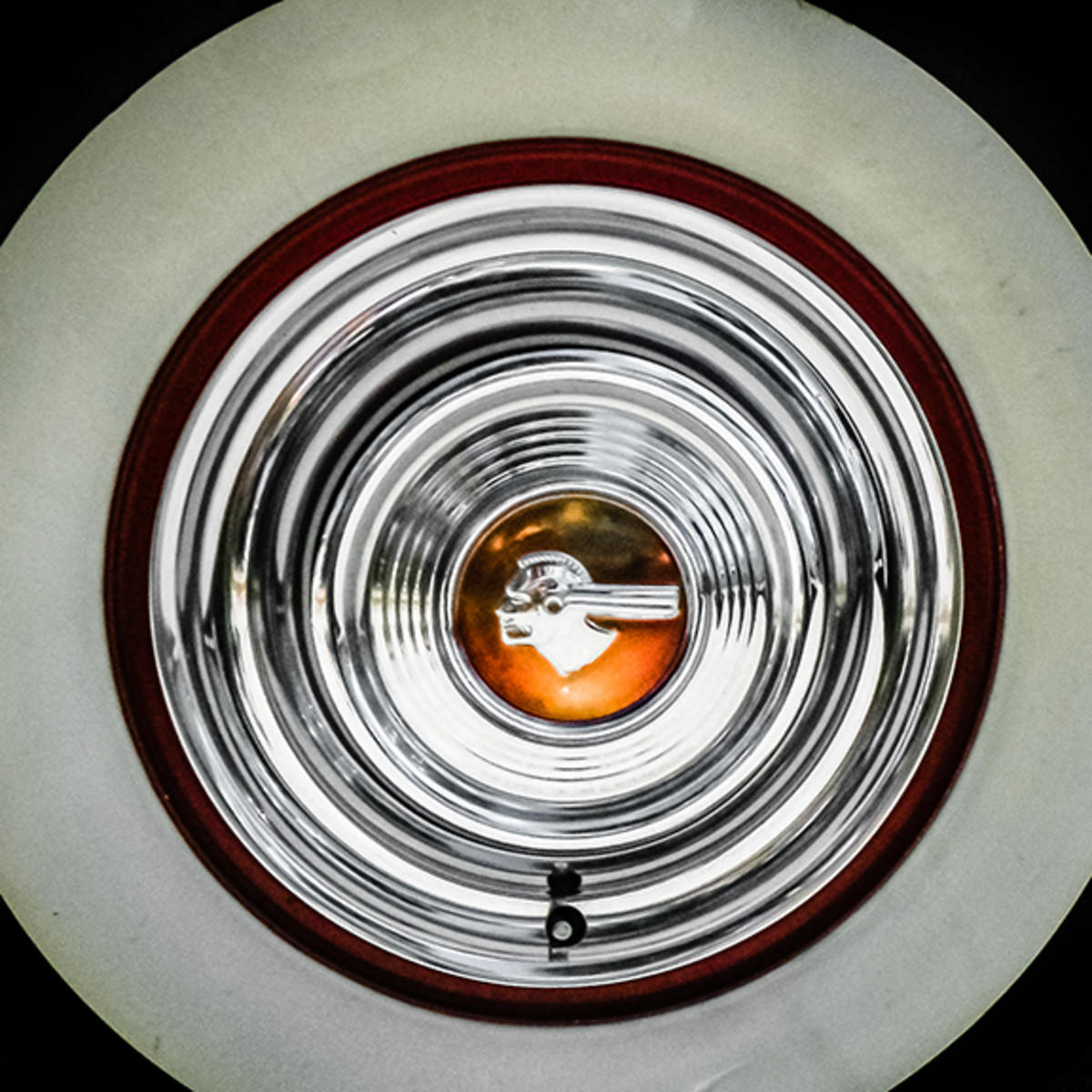 Pontiac Eight hubcap, what beauty.