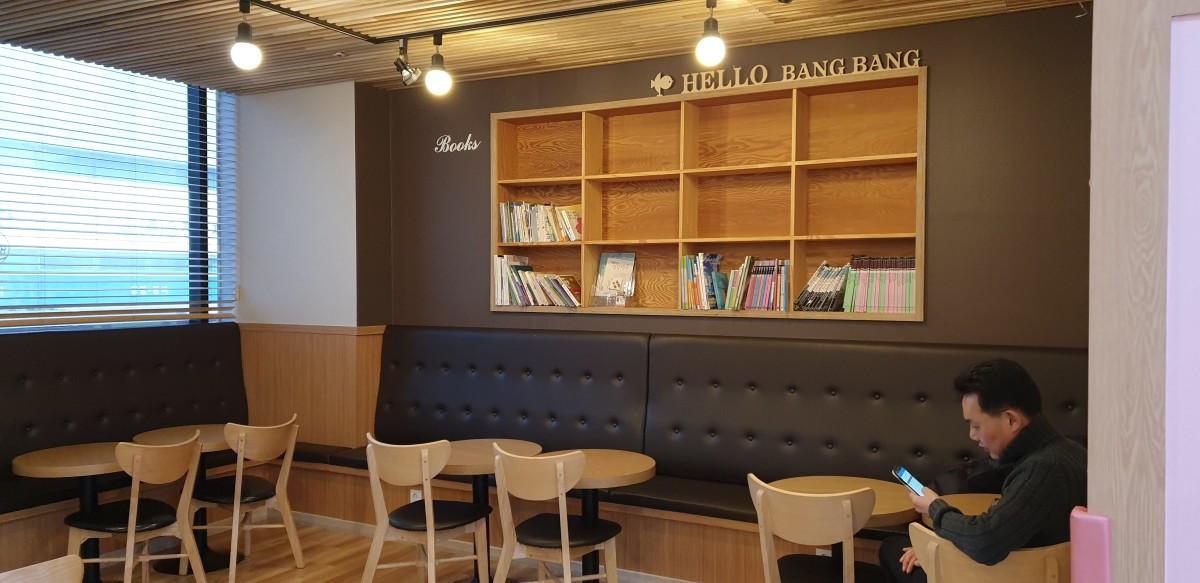 Reading/Work Corner for parents at Hello Bang Bang Kids Cafe, Yongin