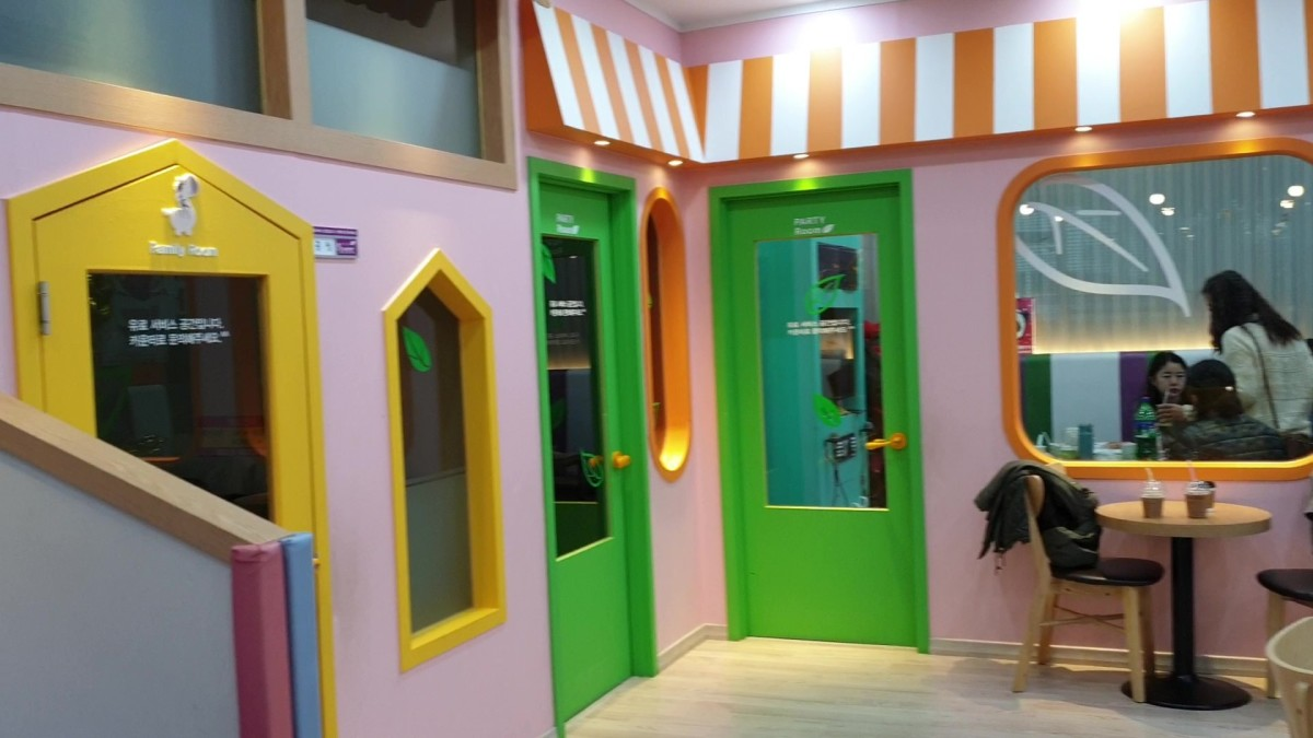 Party rooms and private family rooms available for booking. There is a TV screen in each room to capture what is going around the play areas for you to keep an eye on your children while you are in the rooms