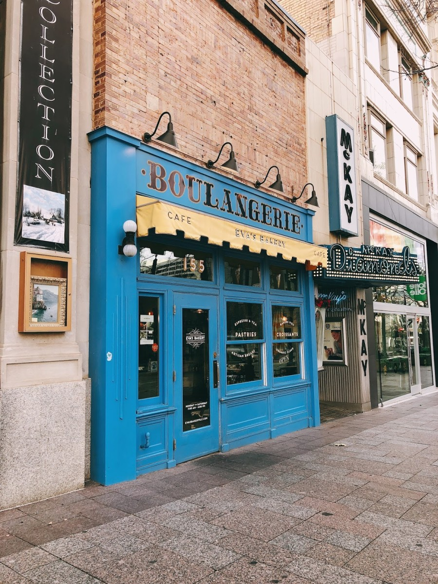 The exterior of Eva's Bakery is attached to the other building but, it has a striking blue color to it. The restaurant is right downtown and within walking distance of many of the sights, so it does get crowded during the peak hour.