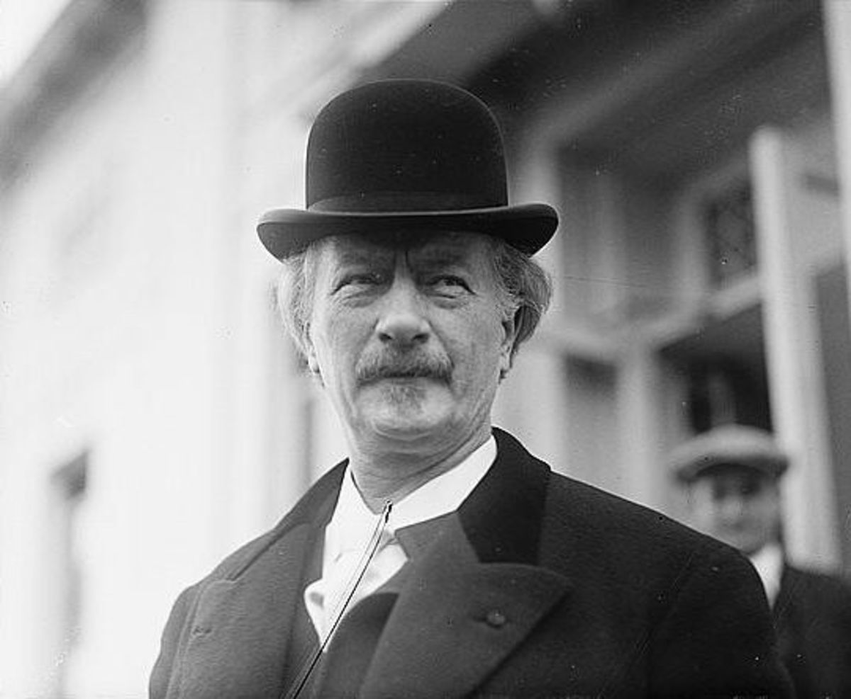 Photograph of Paderewski in 1921.