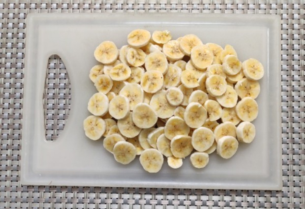 Round slices of bananas