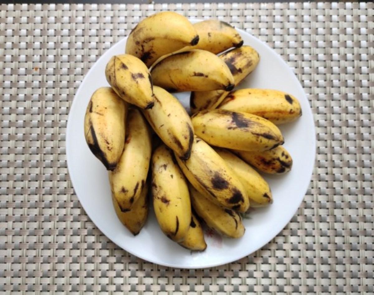 Ripe bananas (Palayamkodan variety)