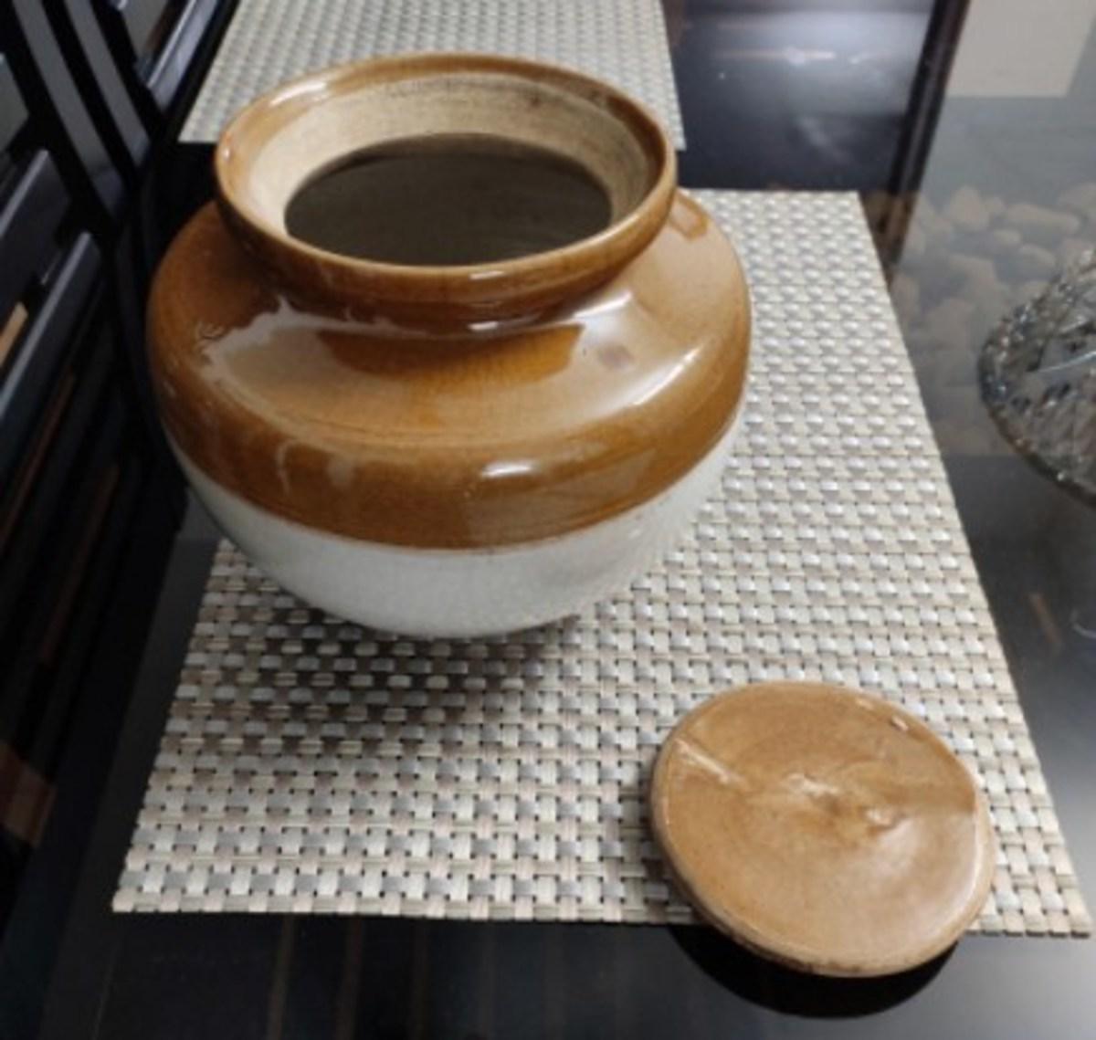 Ceramic pot (Bharani)