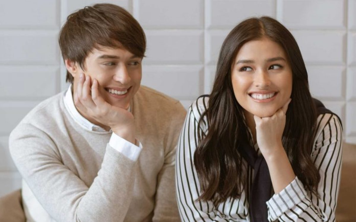 On and off-screen couple Enrique Gil and Liza Soberano. Enrique portrays Gabriel Villarica or Gabo and Liza portrays Billy.