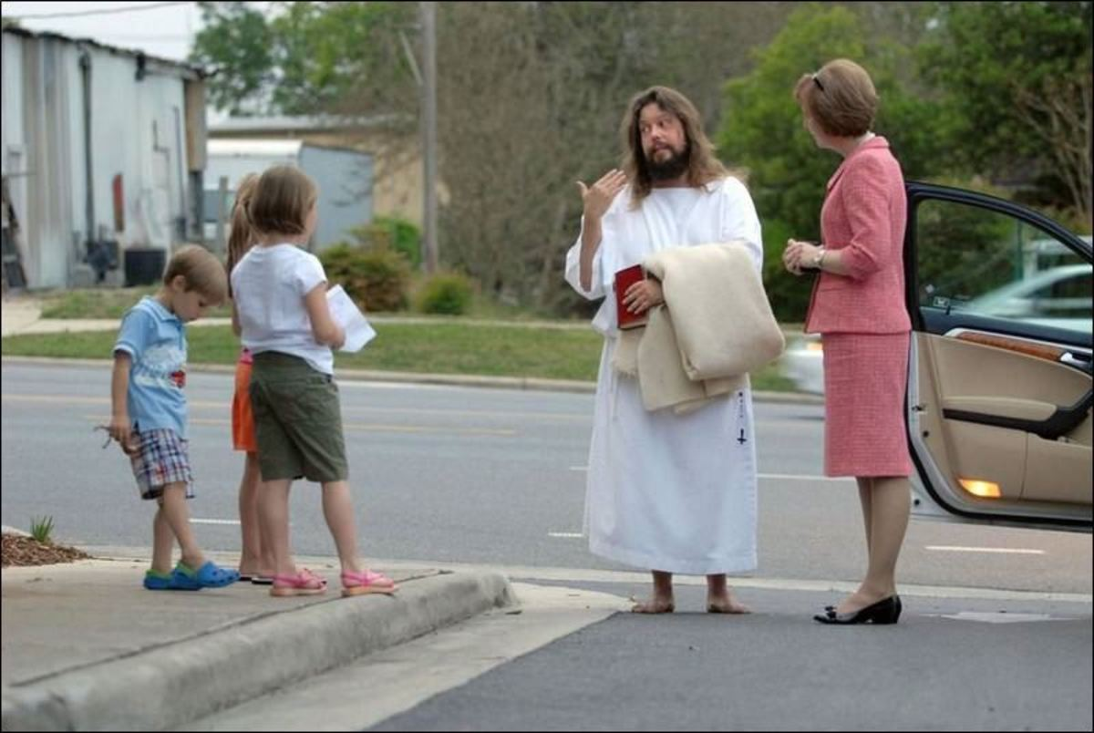 Carl Joseph aka The Jesus Guy speaking with a family in Ohio