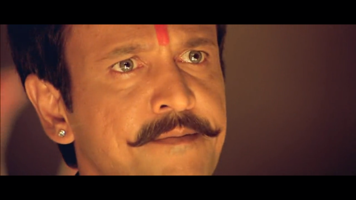 """His expressions while addressing his troupe """" Veer Bhogya Vasundhara""""(Hail the Land Of brave)"""