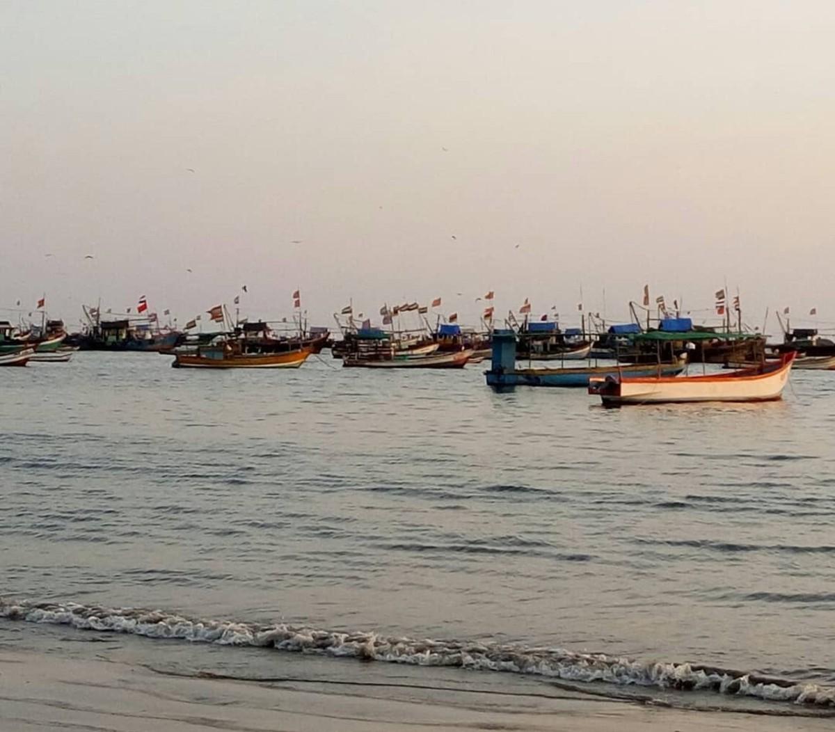 Boats floating on the sea, Tarkarli.