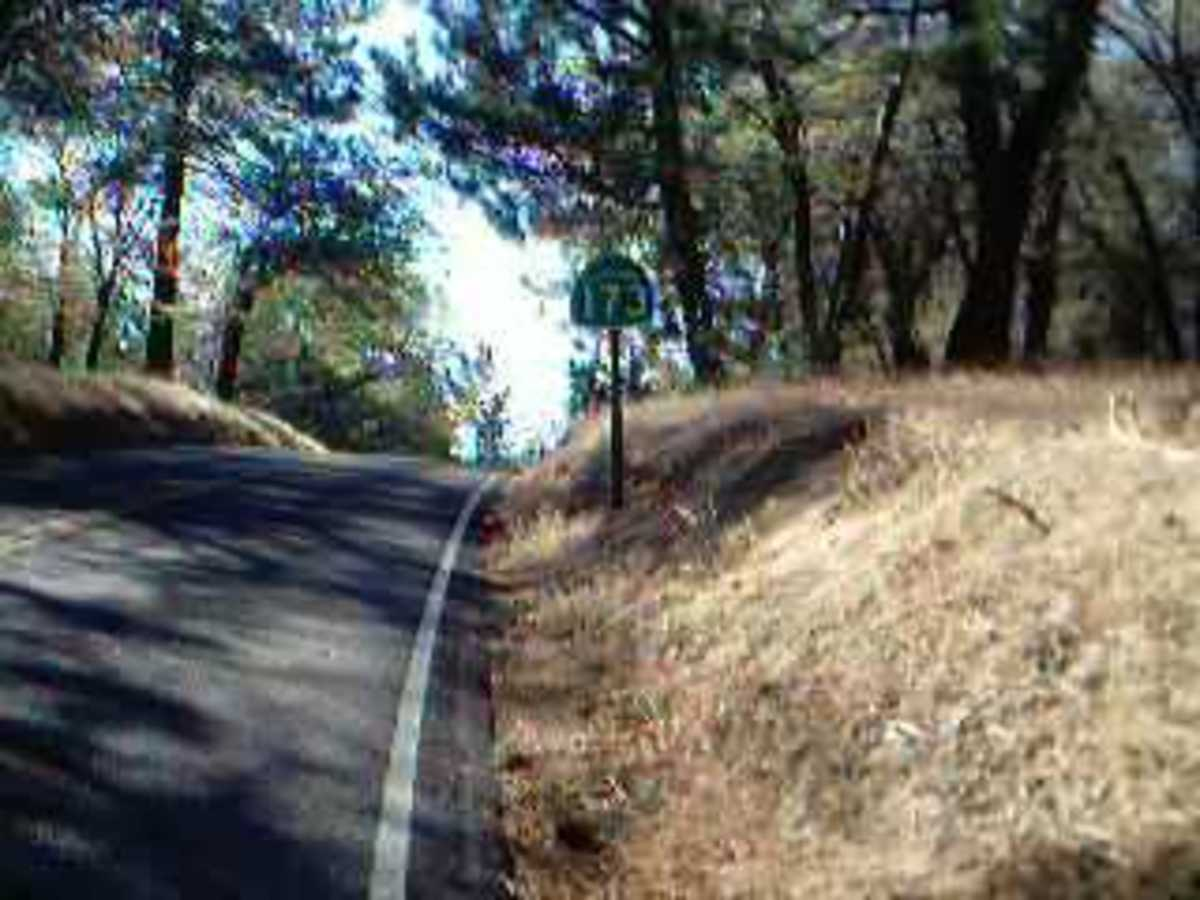 Picture of Highway 173 near the entrance of the Indian Rock Trail.