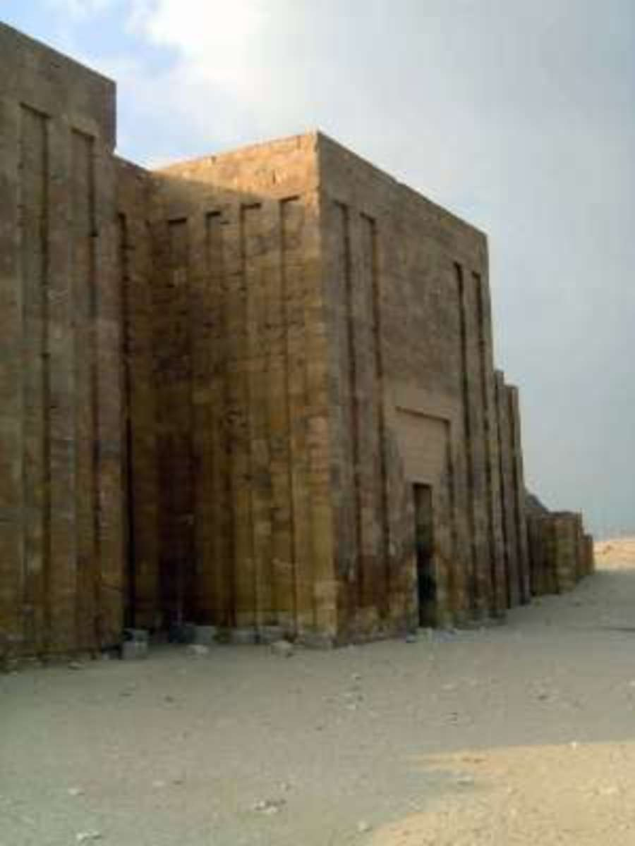 This 1.5 Kilometer wall enclosing the Pyramid has only one gate here. #6 photo
