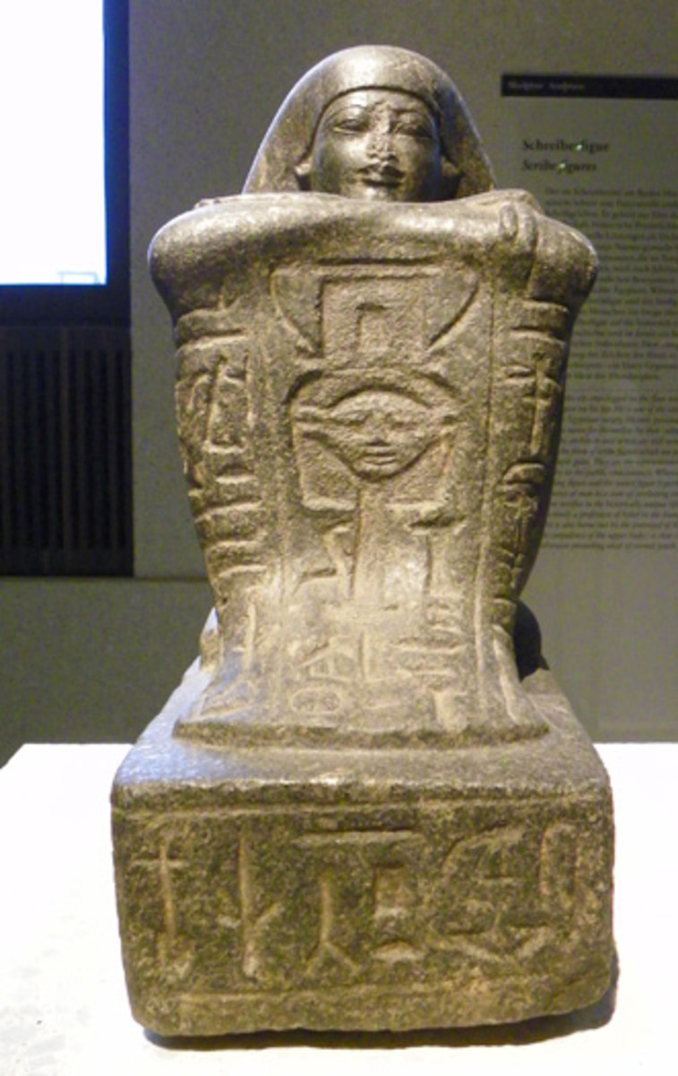 Block-Statue of the Priest Sennefer, with dedication to Hathor, ~1360 v. Chr. (Berlin, Neues Museum