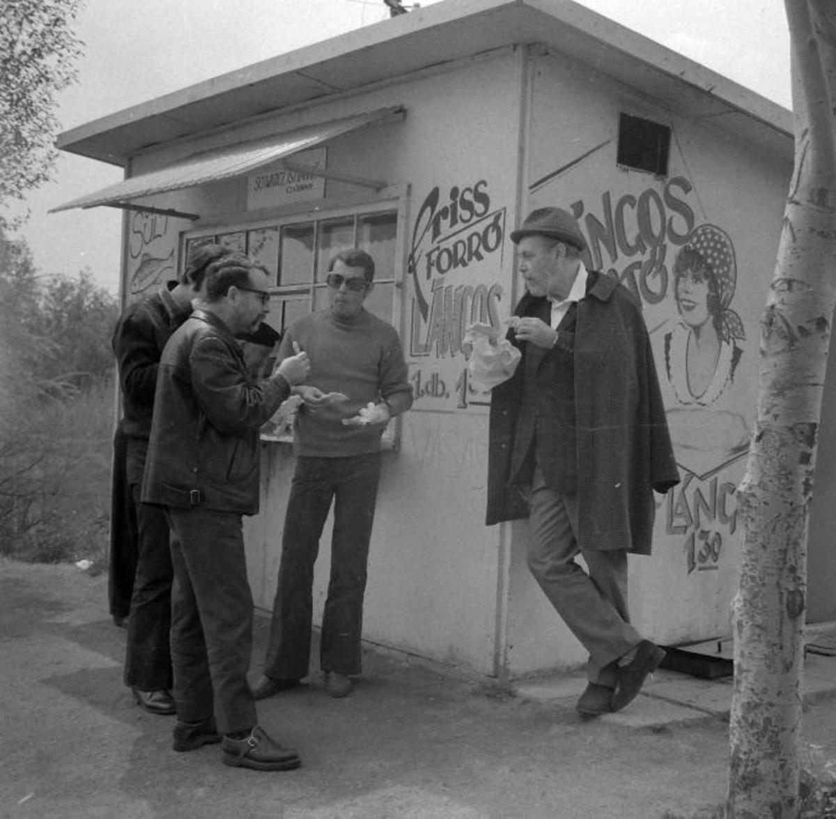 Zoltán Várkonyi, actor-director, in 1972 eating a langosh at Lake Velence - Photo: Fortepan.hu/Antal Kotnyek