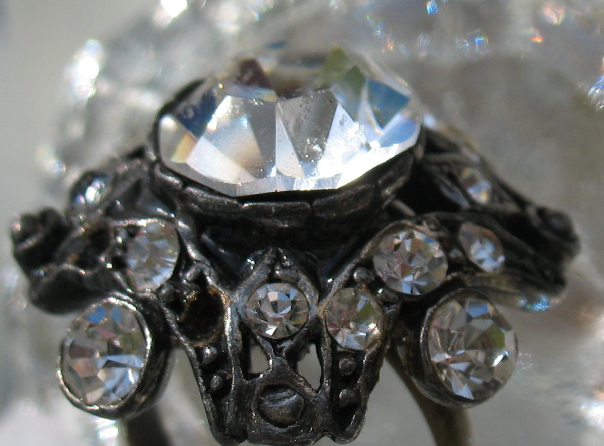 How to Make a Vintage Antique Button Ring: DIY Jewelry Making