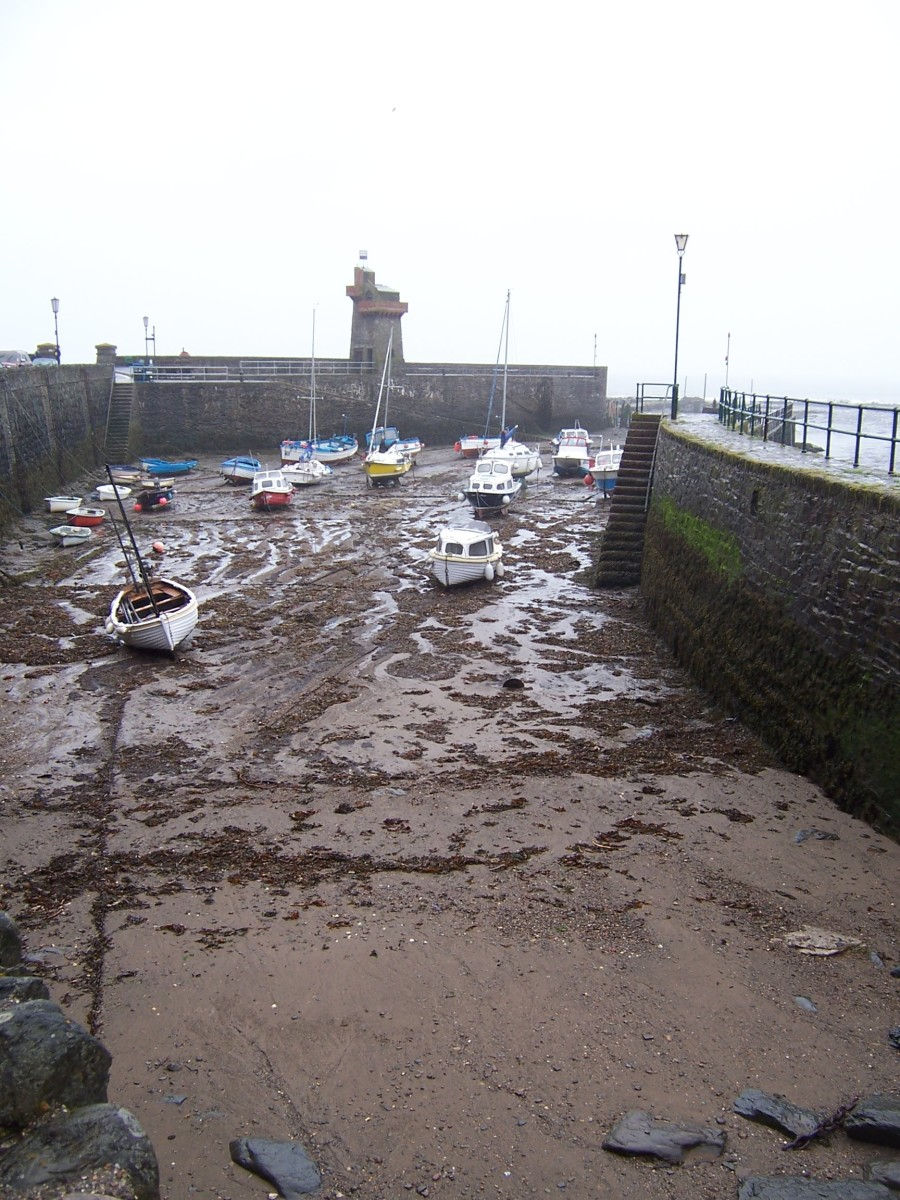 Copyright(C)KCC Big Country 2006 Harbor at Lynmouth 2006 with tide out (always makes me sad to see the tide out)