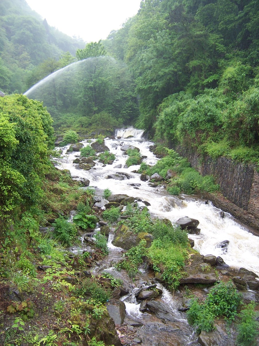 Copyright(c)KCC Big Country Lynmouth 2006 This is the beautiful West Lyn River