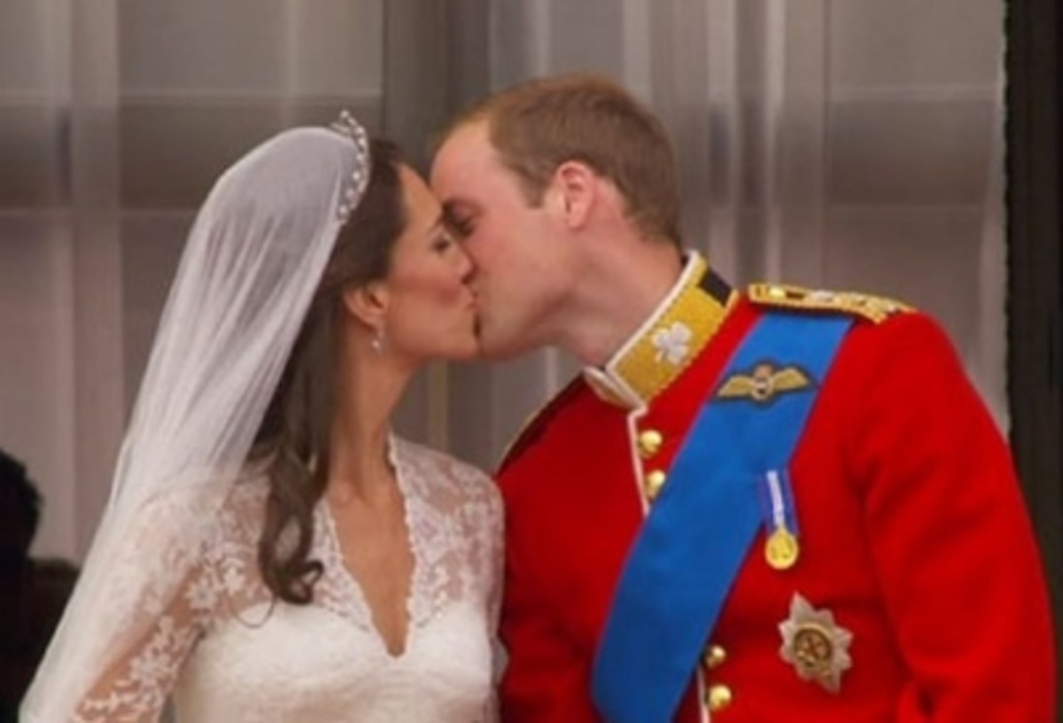 William and Kate - Balcony Kiss