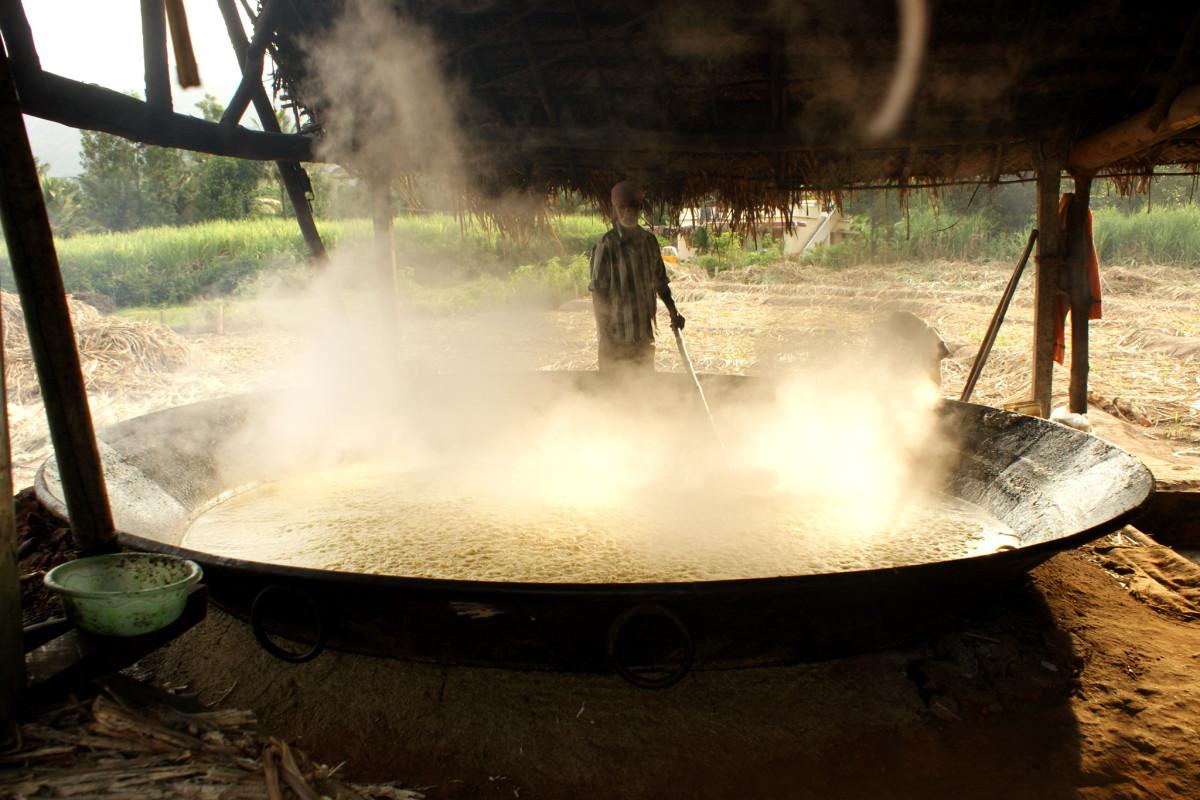 boiling sugarcane juice