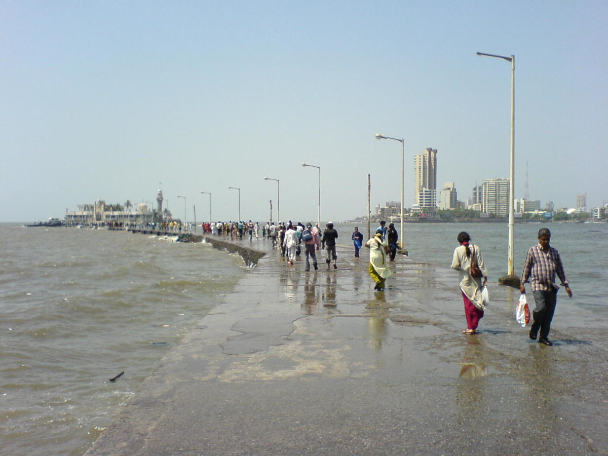 The walkway to the Haji ali Durgah