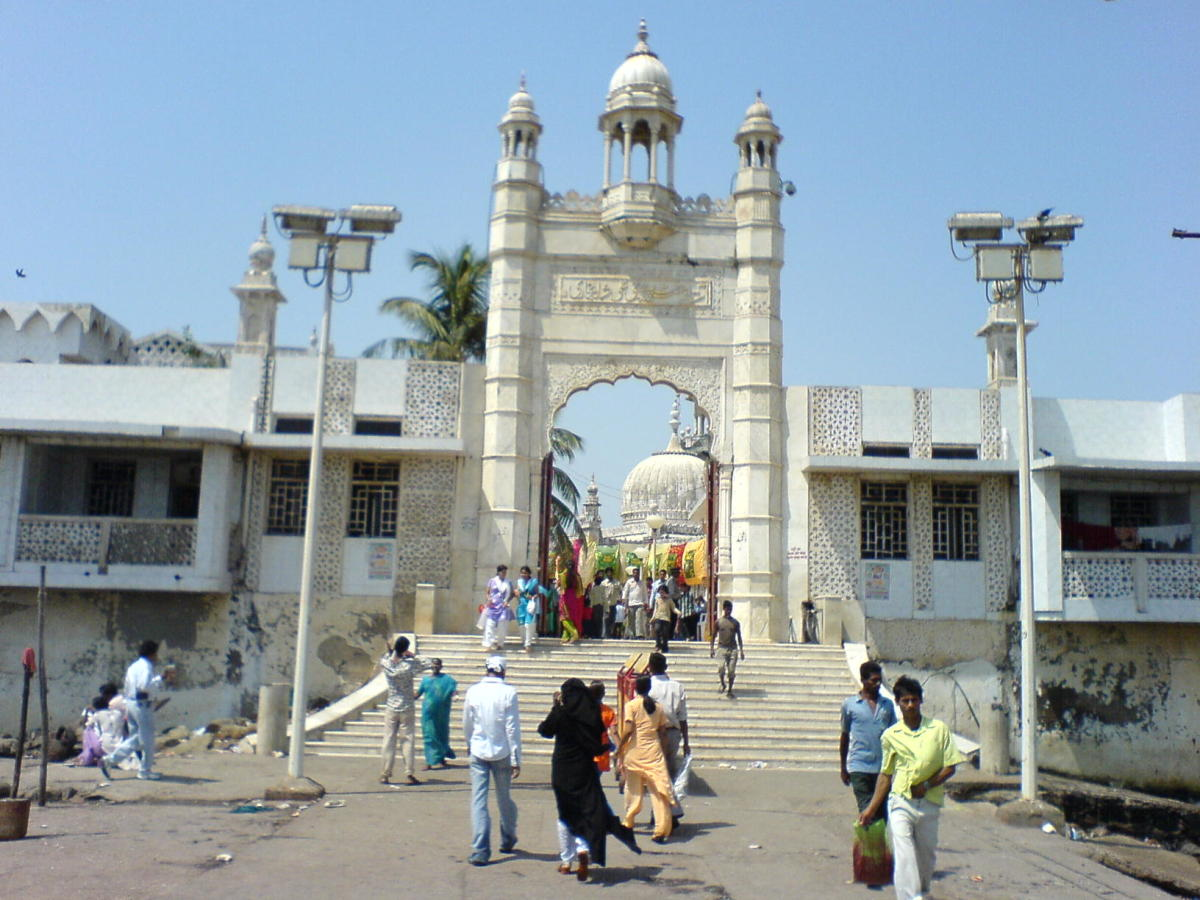 another view of the entrance to the durgah