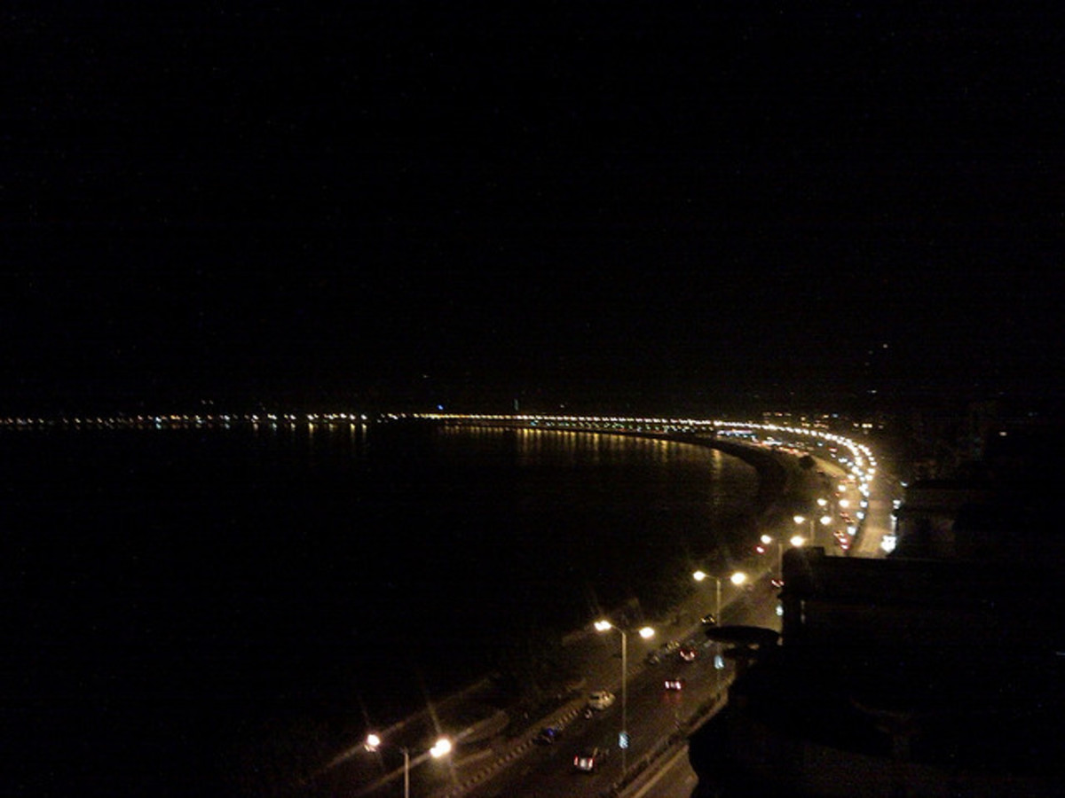 Queen's necklace on marine drive at night