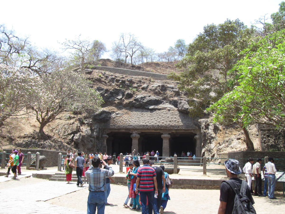Lots of tourists visit Elephanta Caves