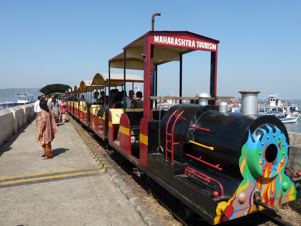 The toy train that takes one to the base of the elephanta caves