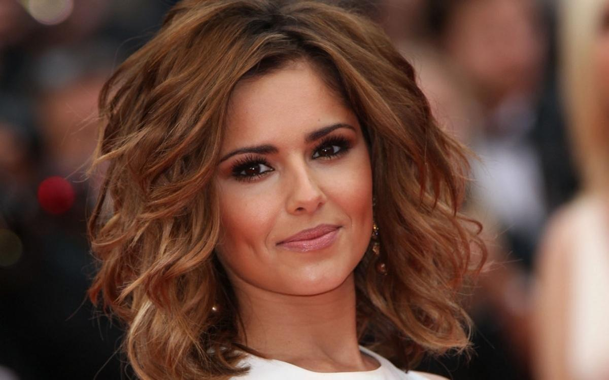 Cheryl Crow big curl hairstyle.