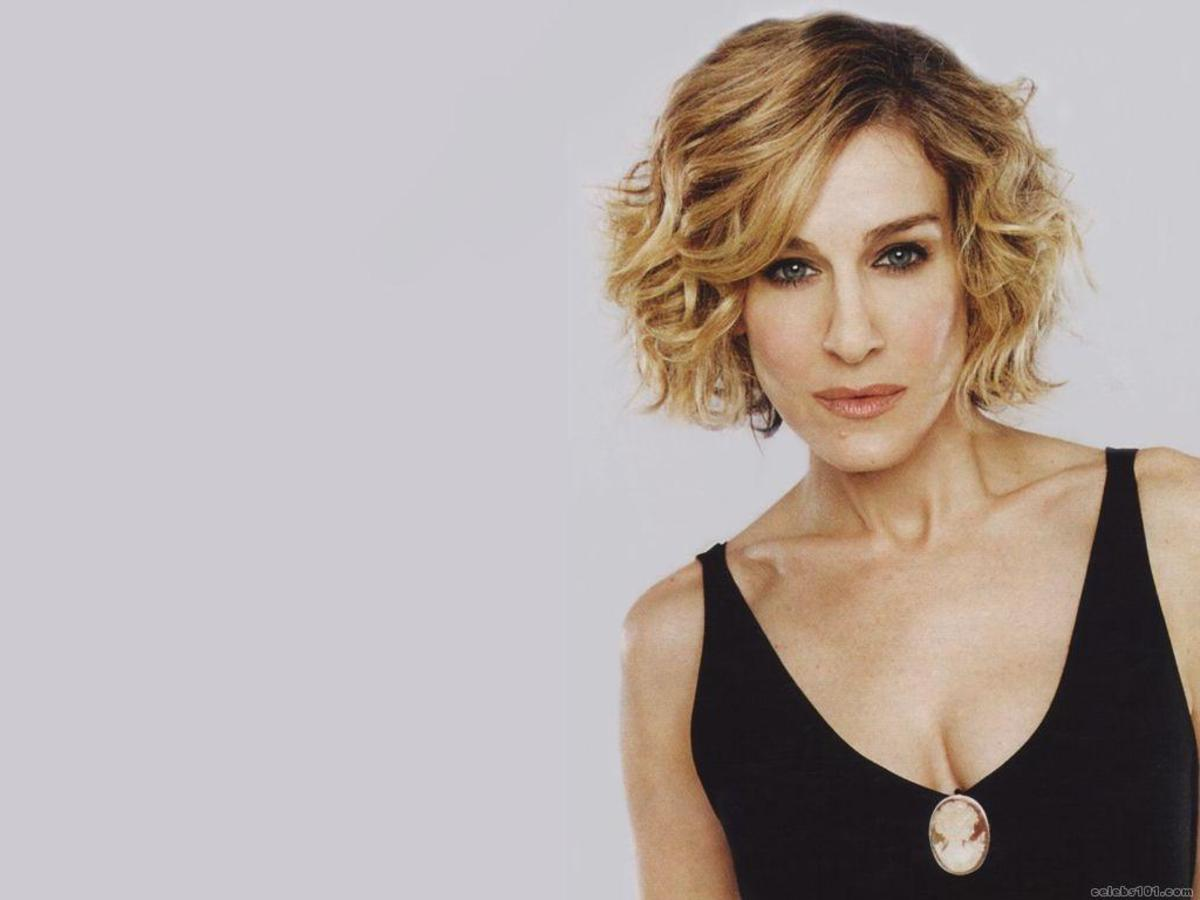 Sarah Jessica Parker chin length hair with curls on the sides.