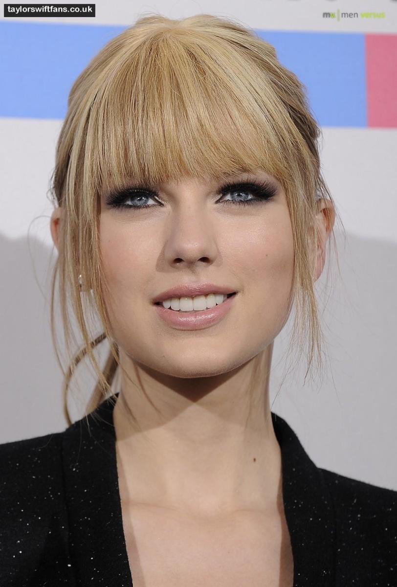 Taylor Swift bangs style.