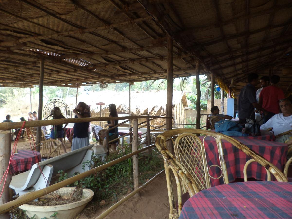 Buffet restaurant for beach hut dwellers at Estrela do Mar.