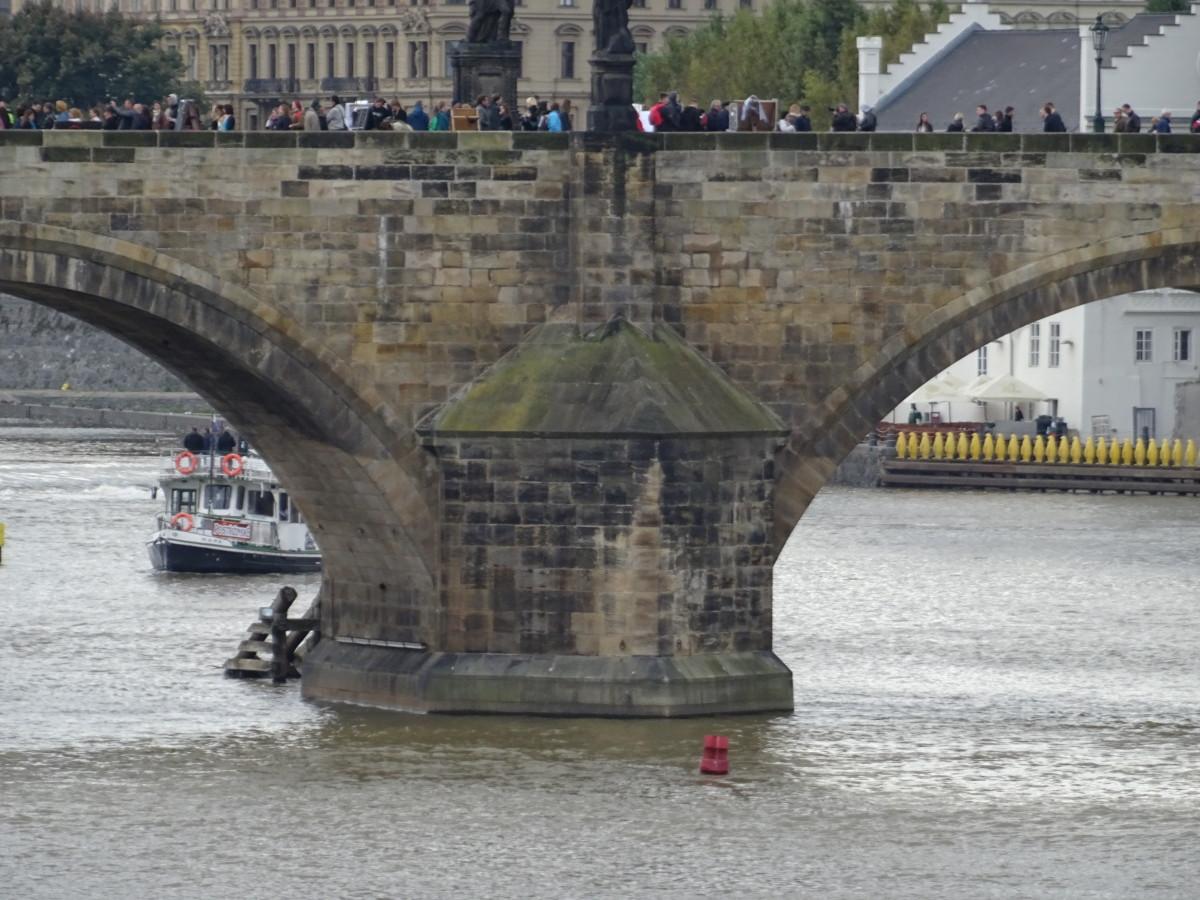 Charles Bridge bearing the tourist load