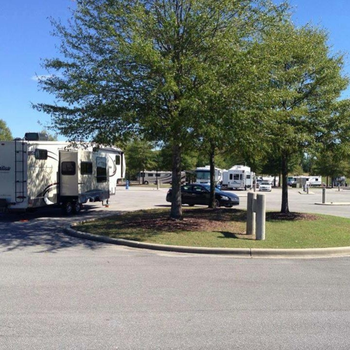 A beautiful October day at the Hoover RV Park.