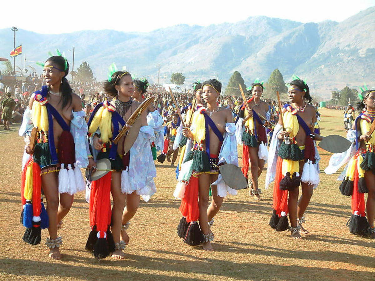 Swazi girls gracing the Reeds Festivities in Swaziland