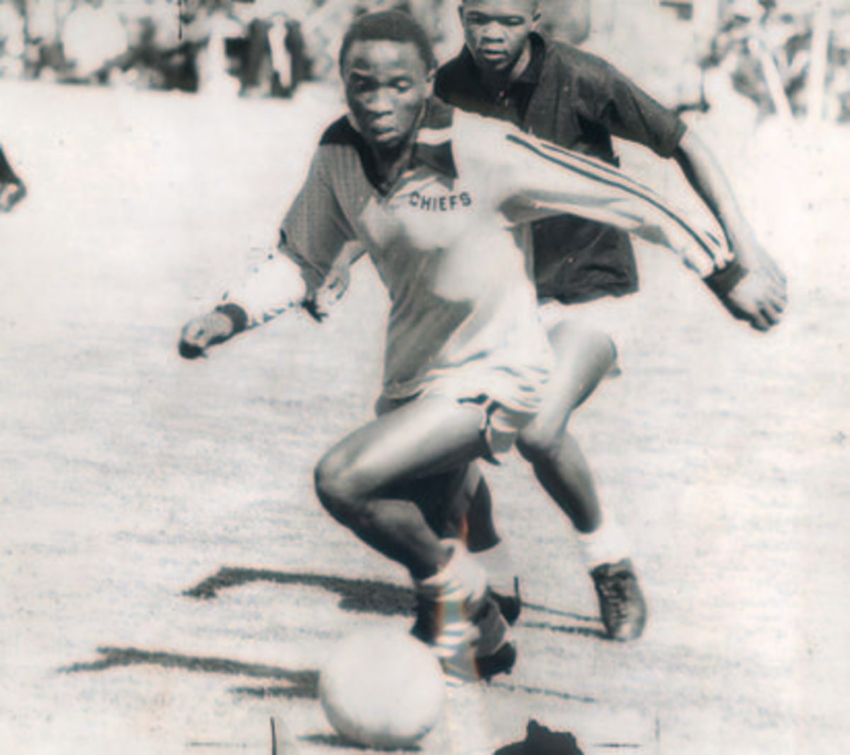 'Computer' of Kaizer Chiefs dribbles away from Tiger Motaung (6/2/77)