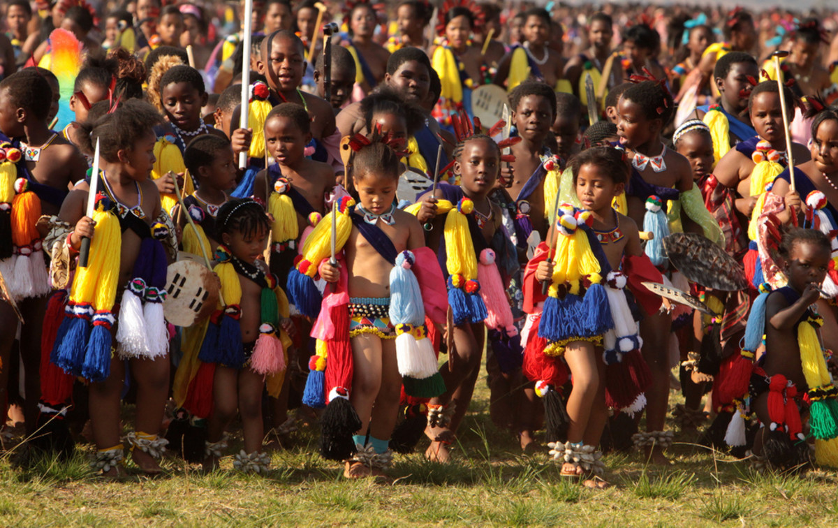 Swazi children in the formation of their Reeds fest