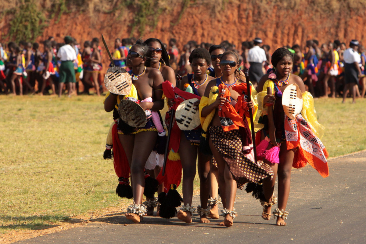 Swazi young lasses strolling to the center of the Reed festivities