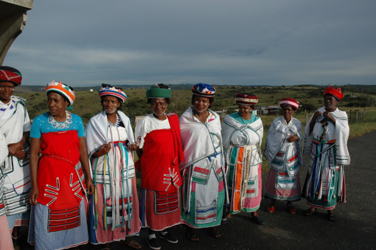 Xhosa ladies.It is important for women to look dignified at all times particularly if there is a cultural ritual. Women must cover their head at all times and have a scarf around their waist and have something to put on their shoulders. This is a si