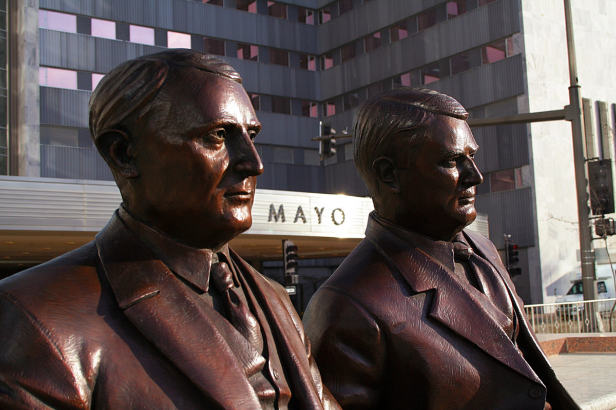 Bronze statues of the Mayo Clinic founders