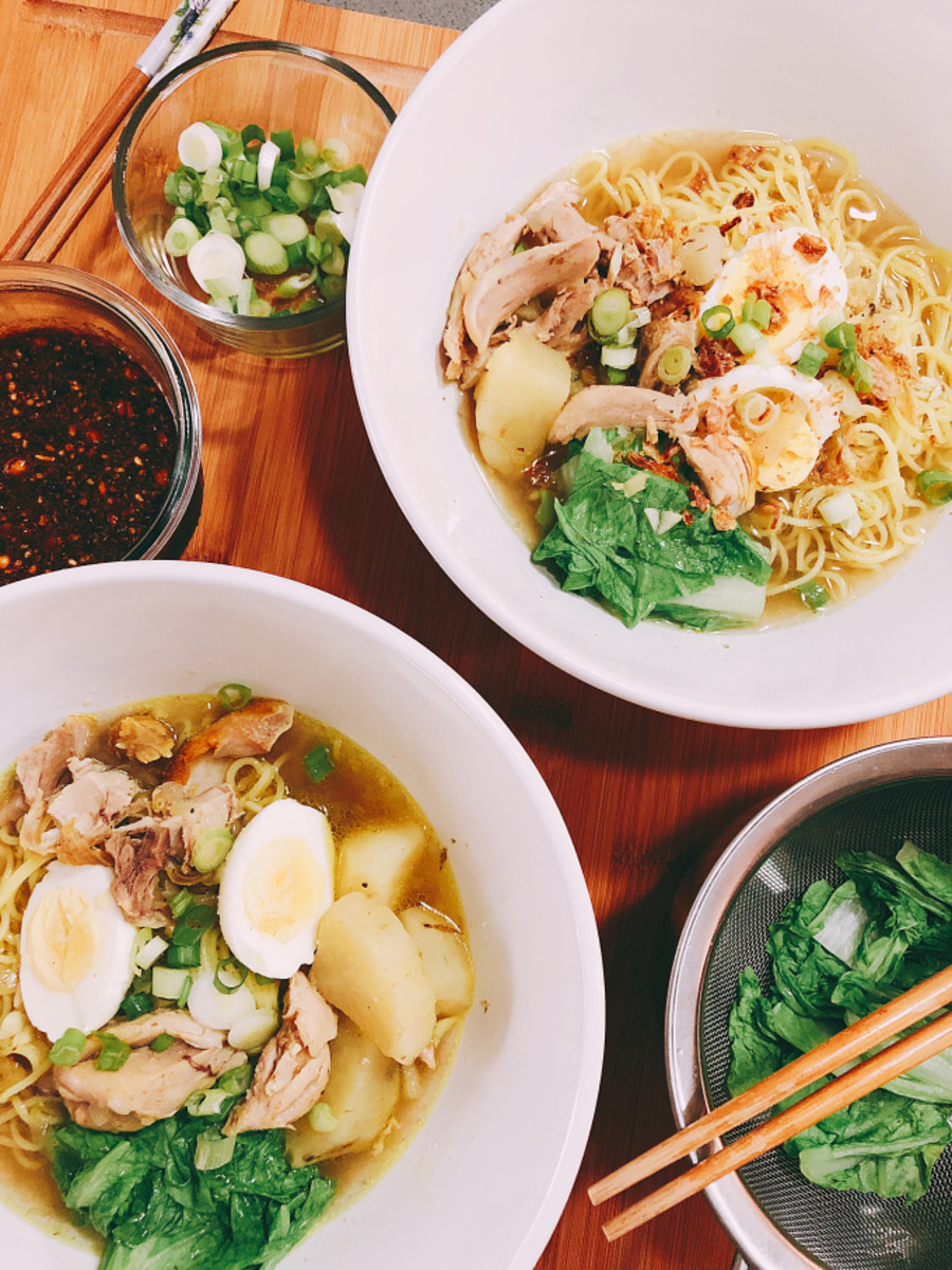 My family enjoy the chicken noodles with hard-boiled eggs, greens, and spicy sambal. During winter, chicken noodles is one of the best comfort food to eat!