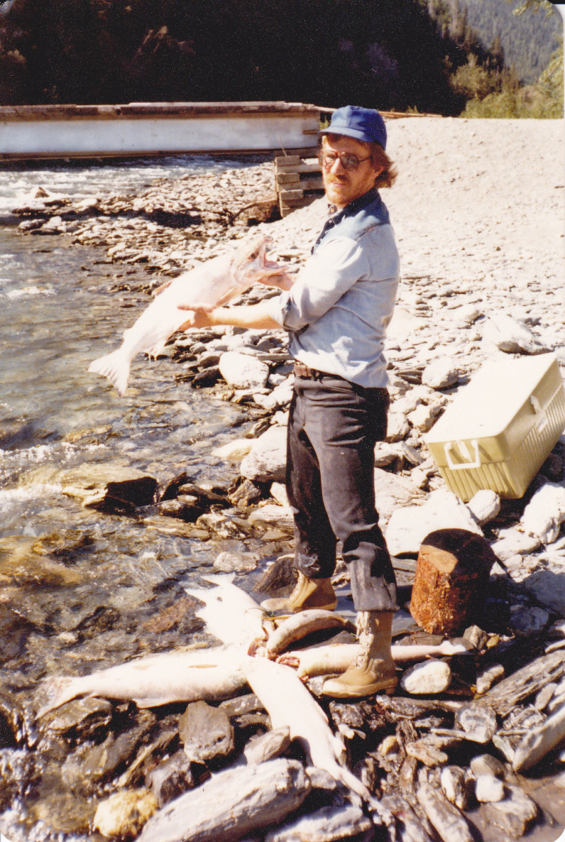 Jack Demoss with myself at Copper River, while dipnetting