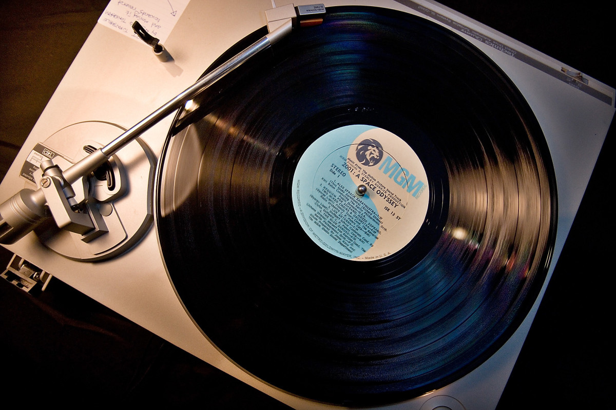 CD and Mobile music fall in 2010, but Vinyl continues its resurgence. This comes partly from live DJs who prefer vinyl over digital and partly form a new generation of collectors who see them as valuable souvenirs