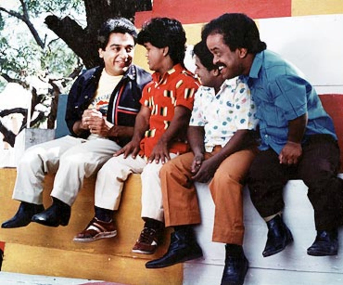 Kamal Hassan as Dwarf (siting left) along with real dwarfs...