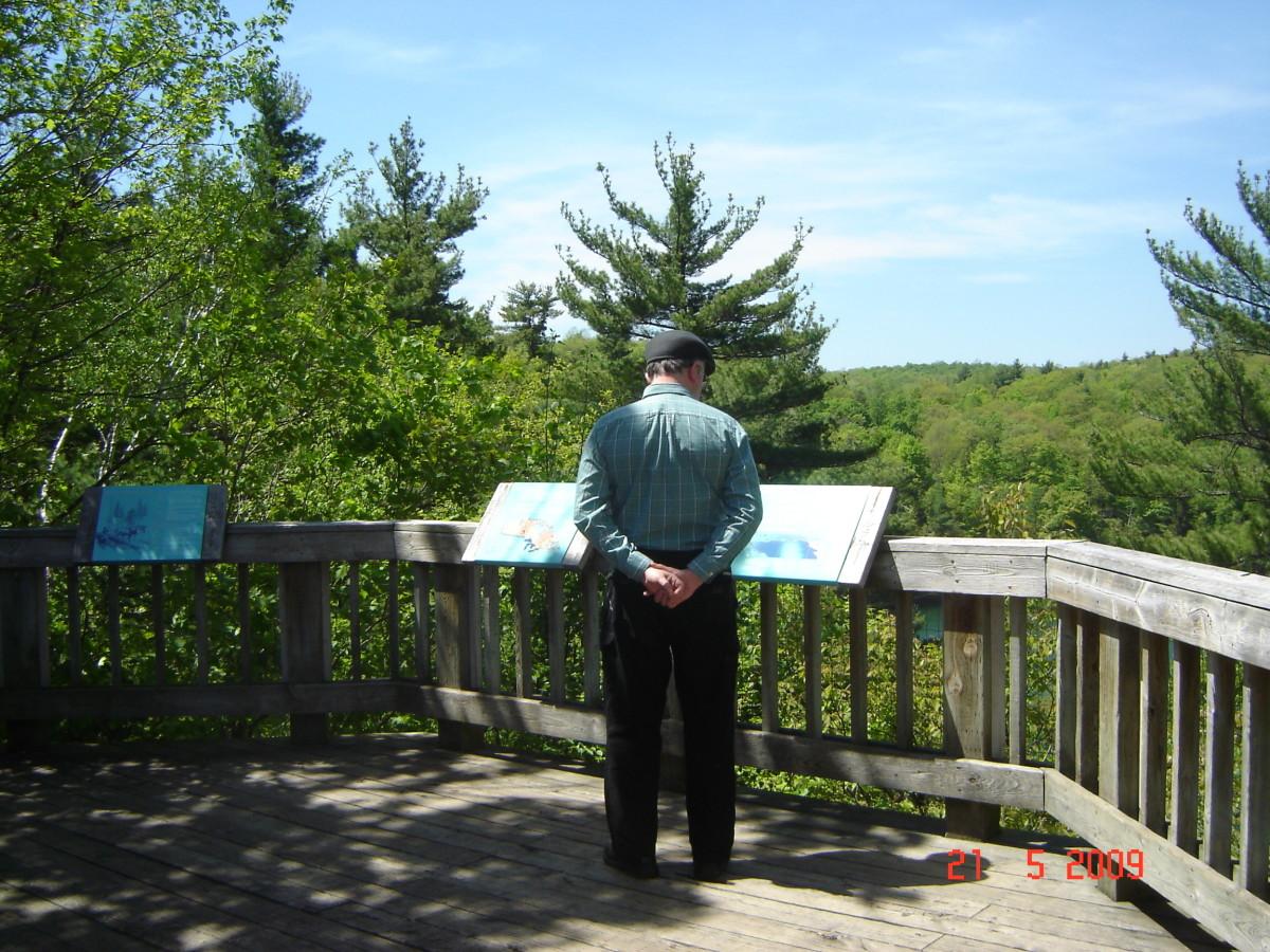 Displays give information at Pink Lake